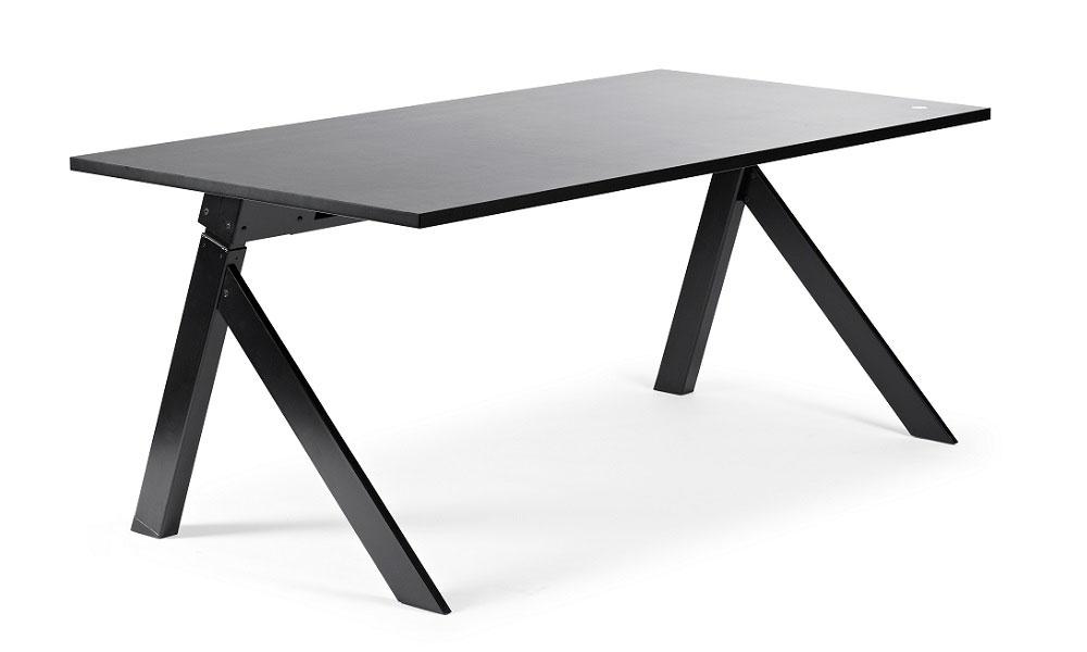 K2 Skrivbord Har Ett Spännande Höj Och Sänkbart Stativ