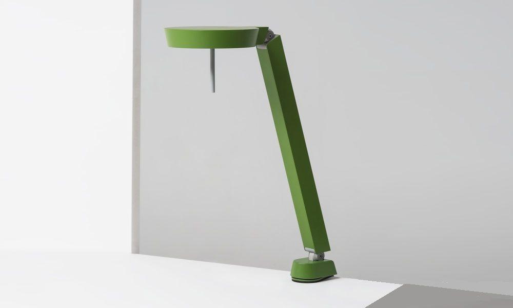W081 skrivbordslampa